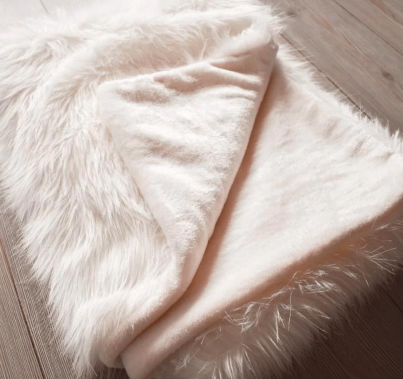 Cobijas térmicas en felpa rafaela blanca